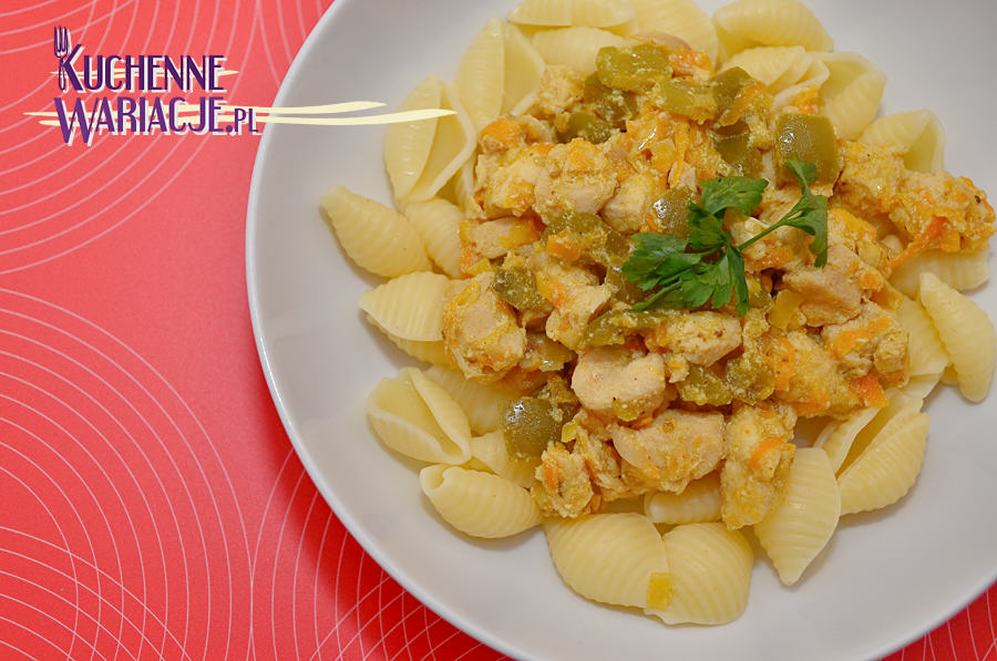 Makaron z kurczakiem w sosie paprykowo-porowym