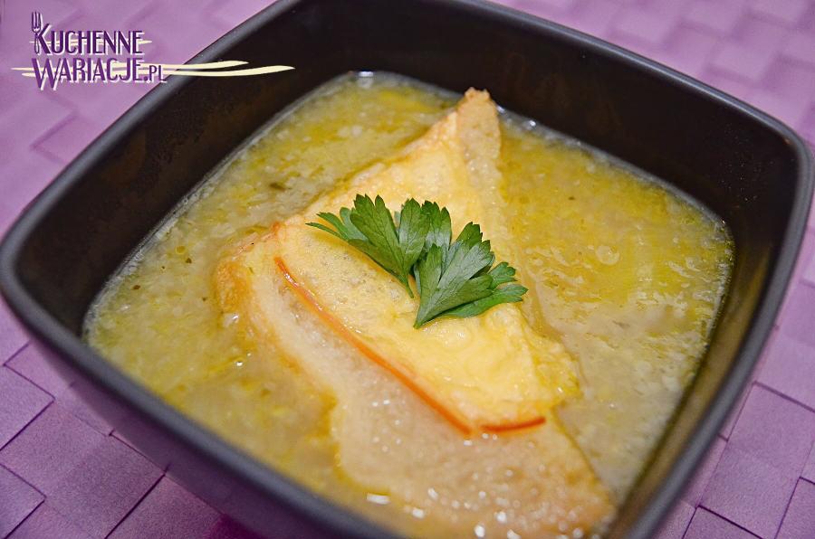 Zupa cebulowa z grzanką z serem