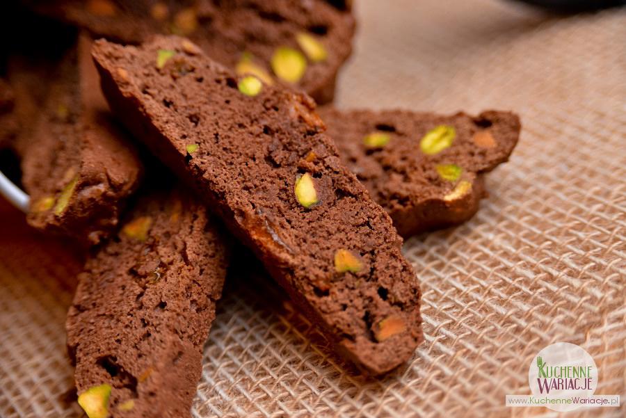 Kakaowe cantuccini z rodzynkami i pistacjami