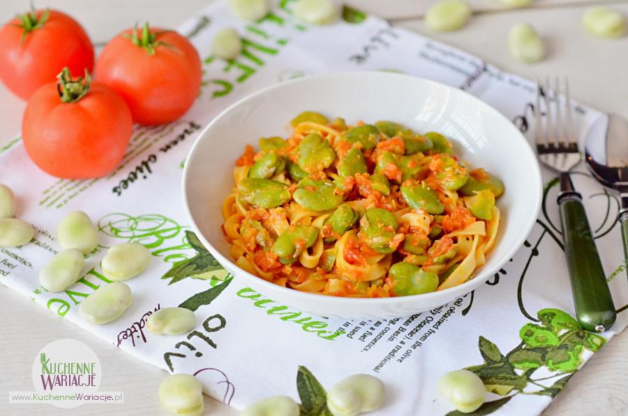 Makaron w pomidorach z bobem