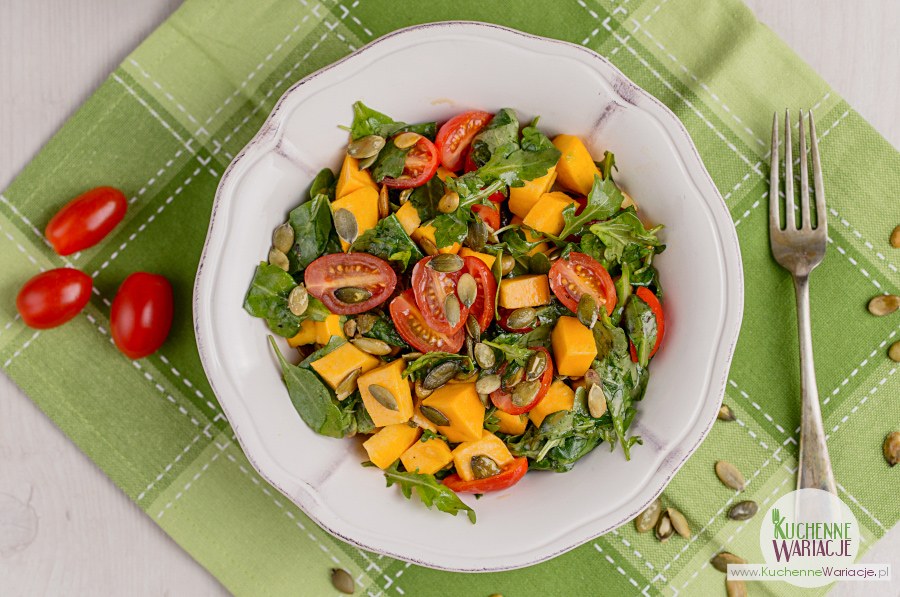 Sałatka z dynią i pomidorkami
