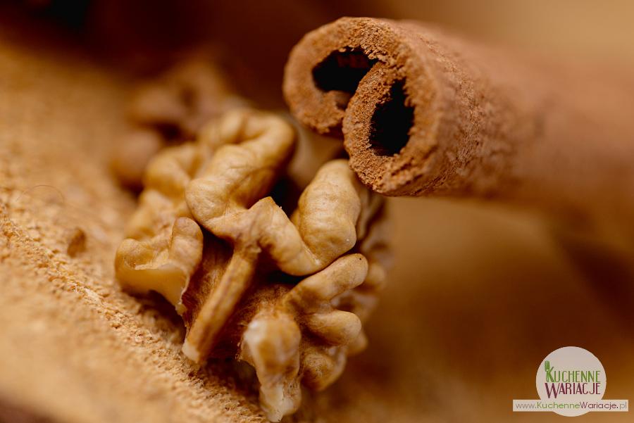 Muffinki cynamonowe z orzechami