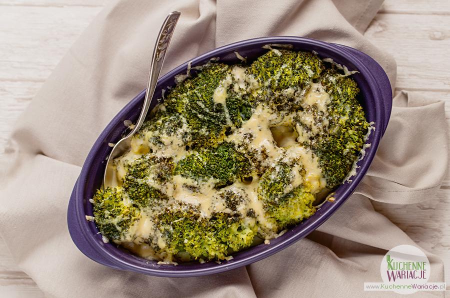 Brokuły zapiekane pod beszamelem
