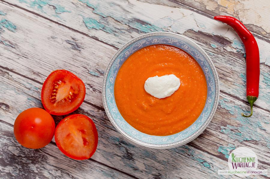 Meksykańska zupa z opiekanych pomidorów i papryki