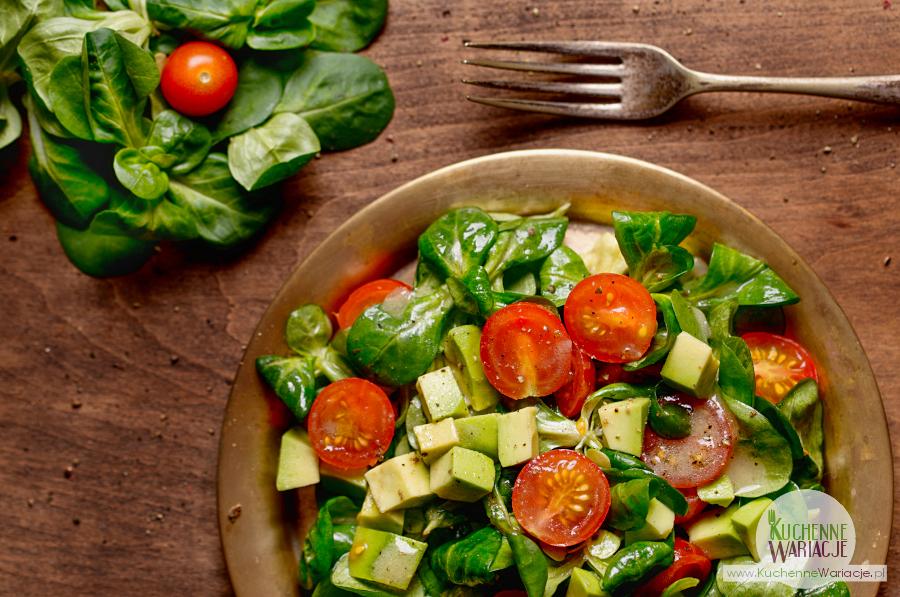 Sałatka z roszponki, awokado i pomidorków