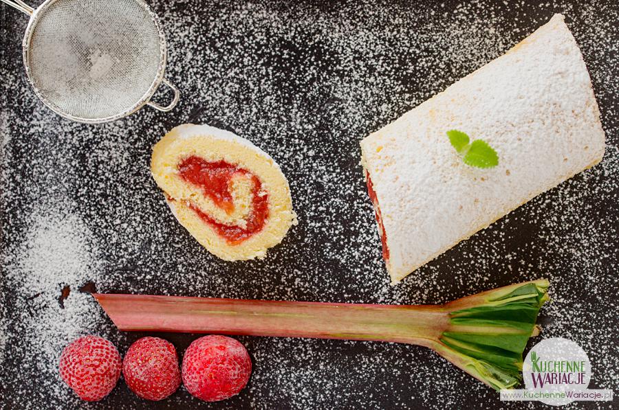 Rolada z rabarbarem i truskawkami