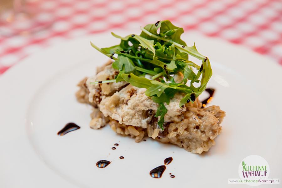 Cosa Nostra - filet z kurczaka marynowany w jogurcie z risotto grzybowym z sałatka z rucoli