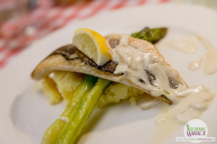 Cosa Nostra - okoń morski z puree ziemniaczanym z chrzanem oraz szparagami
