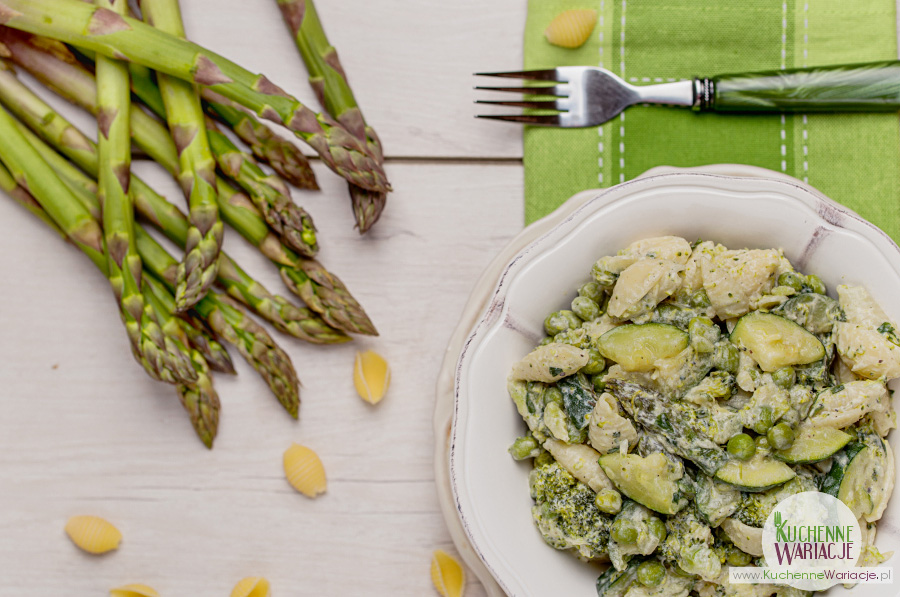 makaron-z-zielonymi-warzywami