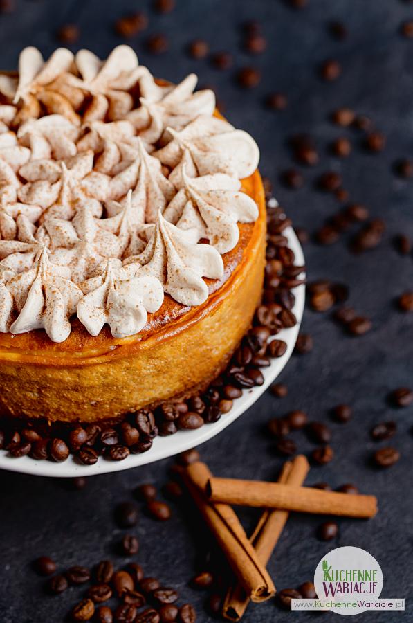 Sernik kawowo-śmietankowy z cynamonową pianką