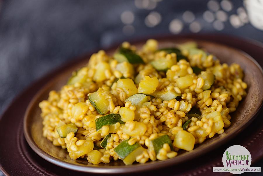 kaszotto-z-peczaku-z-cukinia-ziemniakami-i-curry