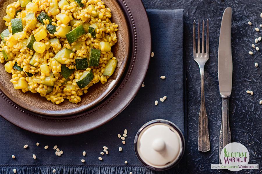 Kaszotto z pęczaku z cukinią, ziemniakami i curry