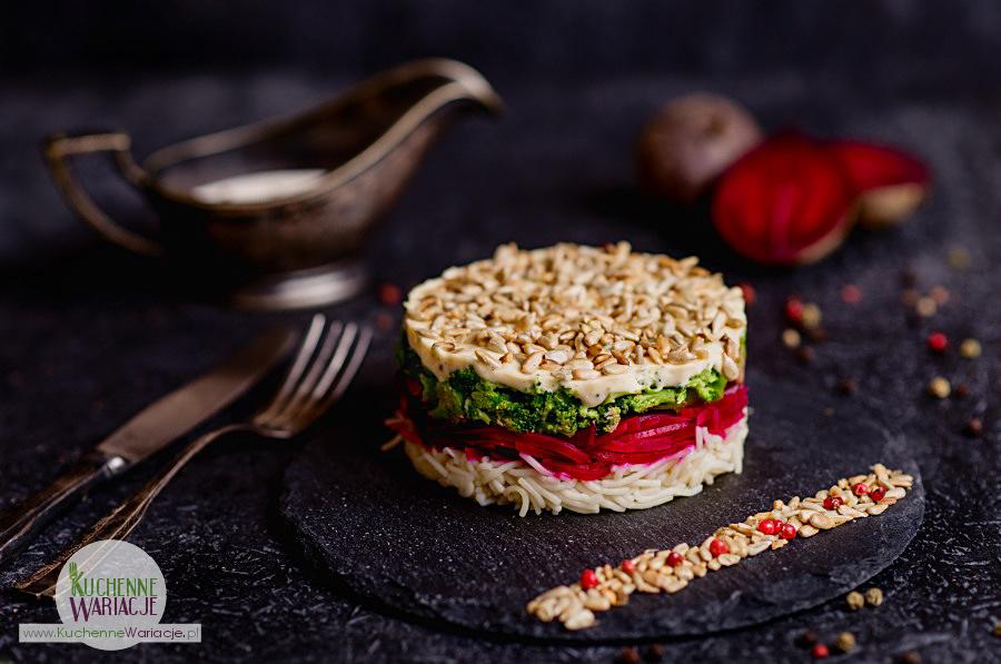 salatka-makaronowa-z-burakami-i-brokulem-i-prazonym-slonecznikiem