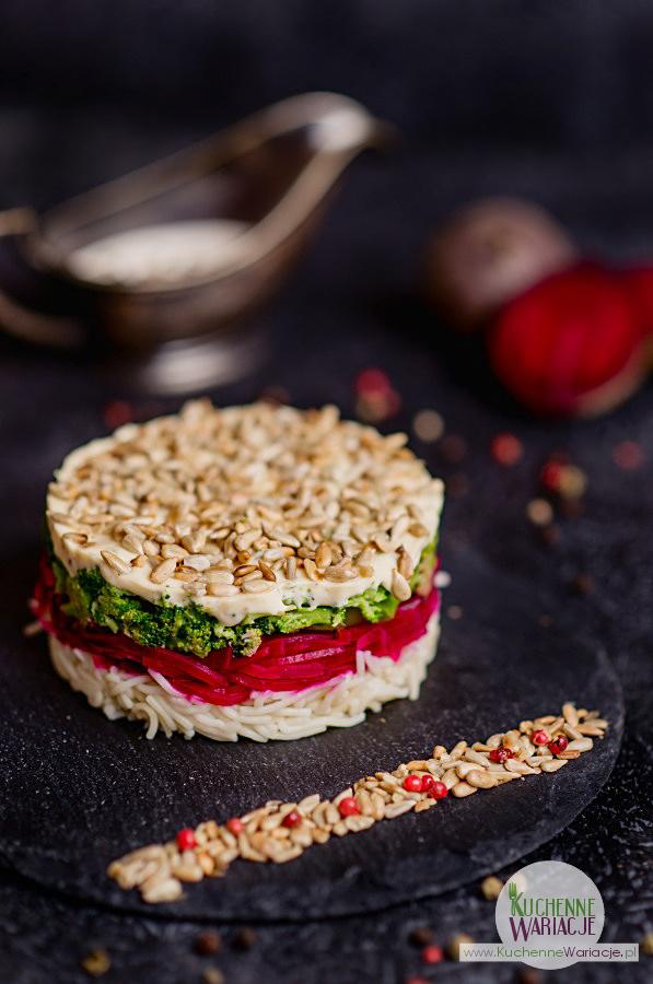 salatka-makaronowa-z-burakami-i-brokulem