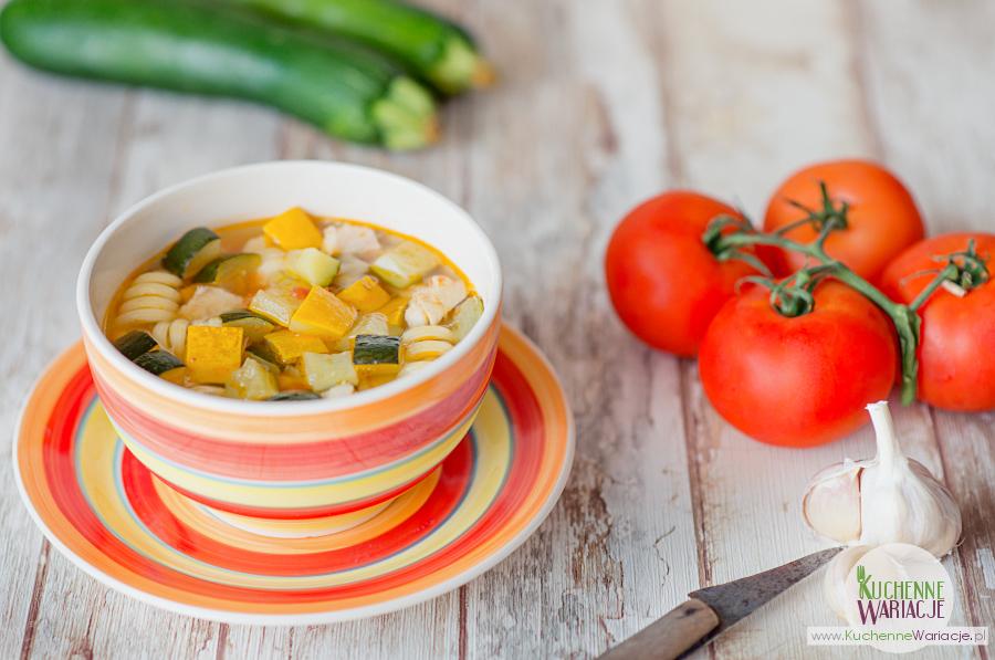 Zupa z cukinii z pomidorami i kurczakiem