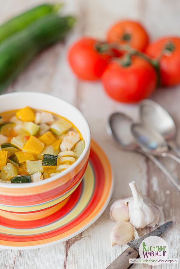zupa-z-cukinii-z-pomidorami-i-kurczakiem