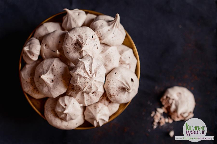 Chrupiące i ciągnące beziki kakaowe