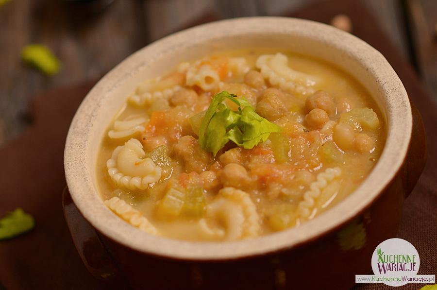 Zupa z ciecierzycy z pomidorami i selerem naciowym