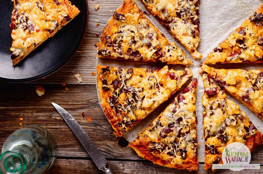 Bezglutenowa pizza z kurczakiem i czerwoną fasolką