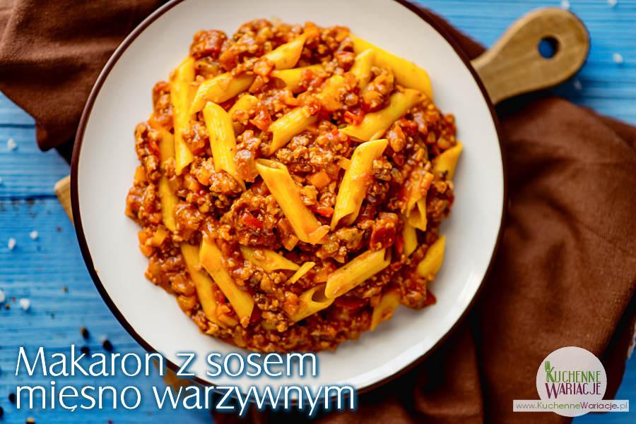 Makaron z sosem mięsno warzywnym
