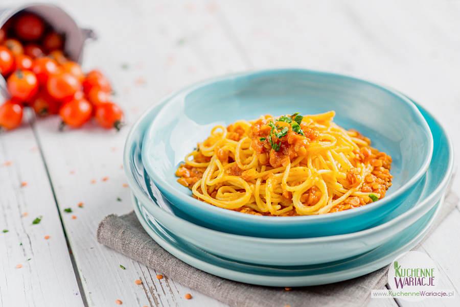 Spaghetti z soczewicą i sosem pomidorowo-marchewkowym