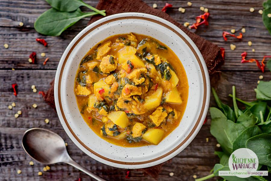 Curry z kurczakiem, ziemniakami i szpinakiem