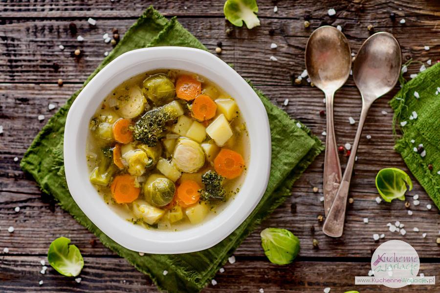 zupa z brukselki z brokułami i ziemniakami