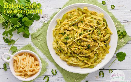 Zielone curry z wieprzowiną, papryką i pędami bambusa