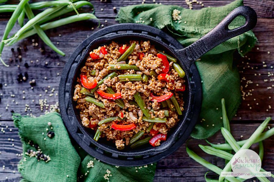 Kasza jaglana z mięsem mielonym, zieloną fasolką szparagową i papryką - Kuchenne Wariacje