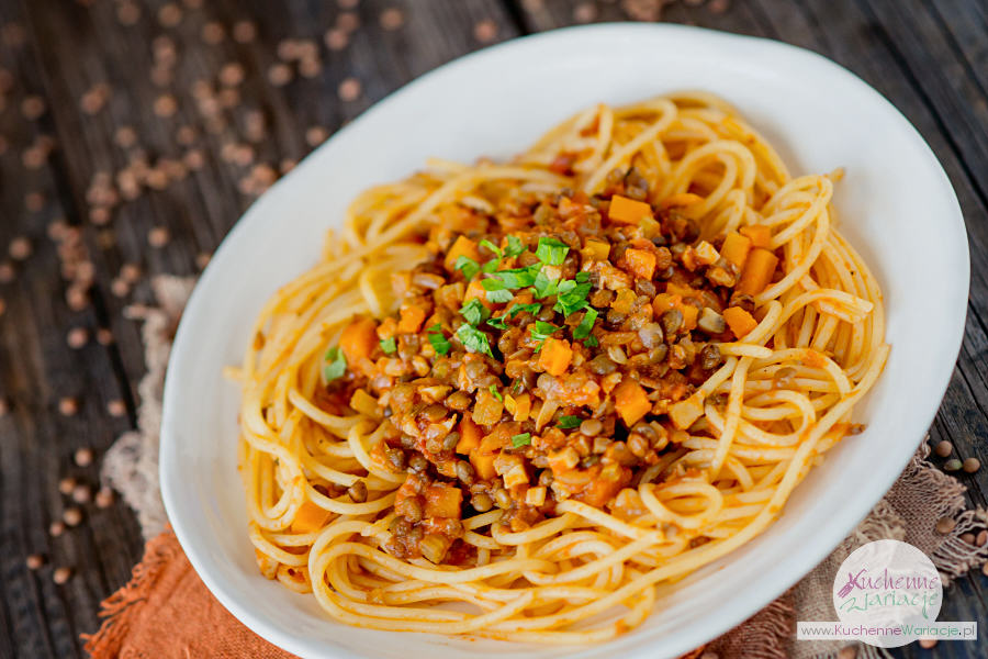 Wegetariańskie spaghetti z warzywami i brązową soczewicą - Kuchenne Wariacje