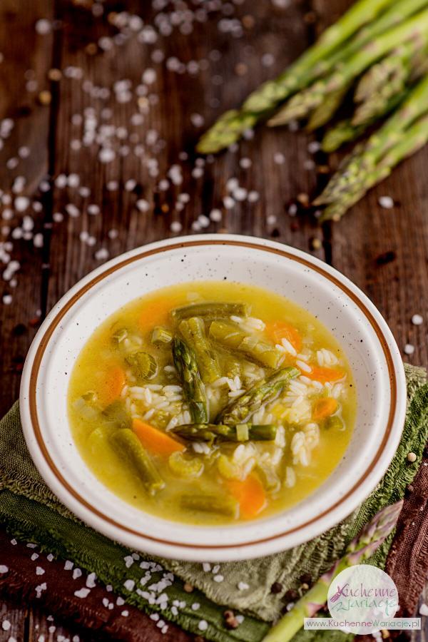 Zupa szparagowa z zieloną fasolką szparagową i ryżem - Kuchenne Wariacje