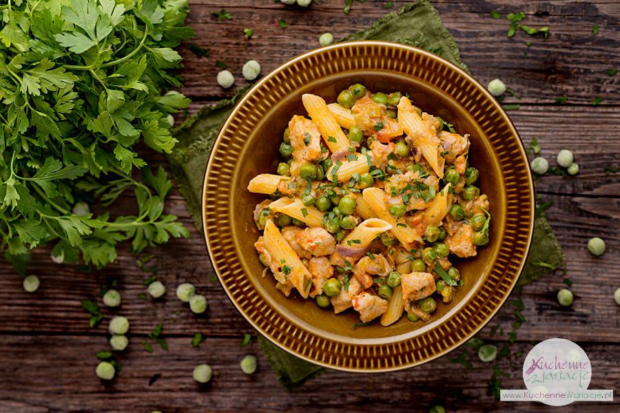 Makaron z kurczakiem i zielonym groszkiem - Kuchenne Wariacje