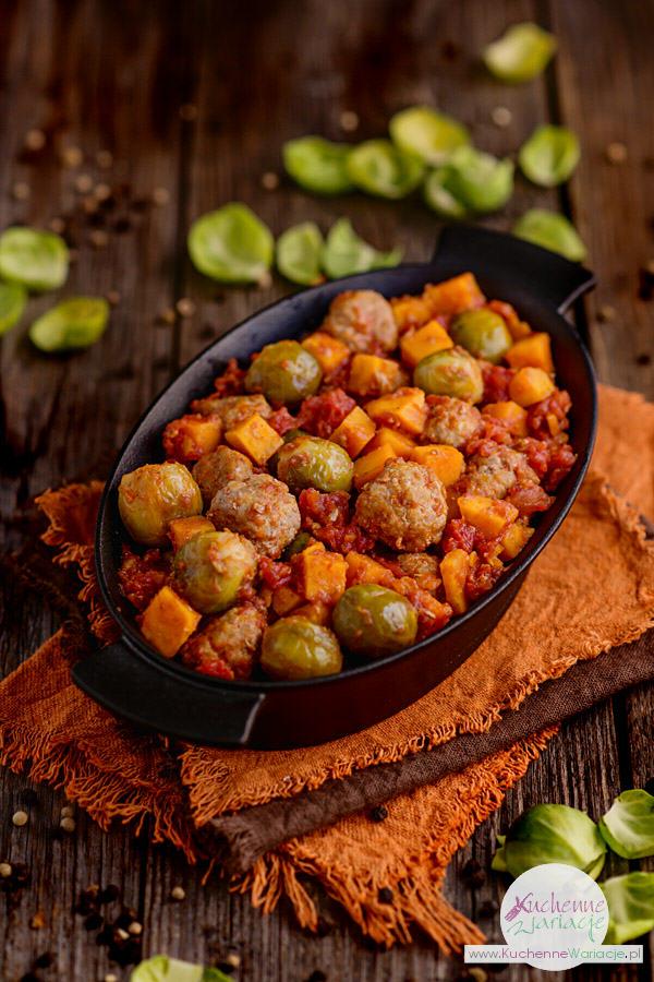 Klopsiki w pomidorach z brukselką i batatami - Kuchenne Wariacje, Sezonowo Bezglutenowo