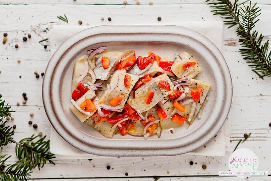 Śledzie w oleju z cebulą i pieczoną papryką - Kuchenne Wariacje, Sezonowo Bezglutenowo