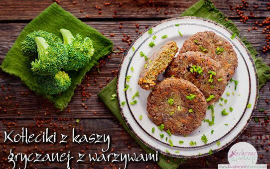 Kotleciki z kaszy gryczanej z warzywami