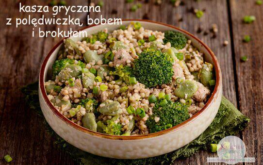 Kasza gryczana z polędwiczką wieprzową, bobem i brokułem