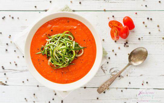 Krem z pieczonych pomidorów i papryki z makaronem z cukinii (post Dąbrowskiej)